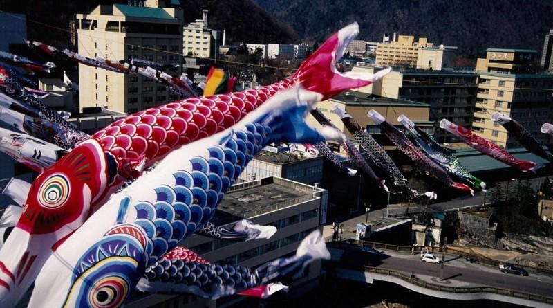 定山渓温泉渓流鯉のぼり (1)