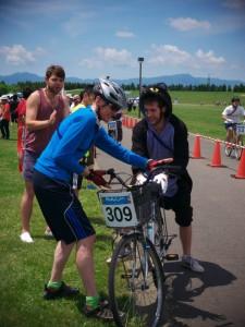 Mama Cyari Race changing riders